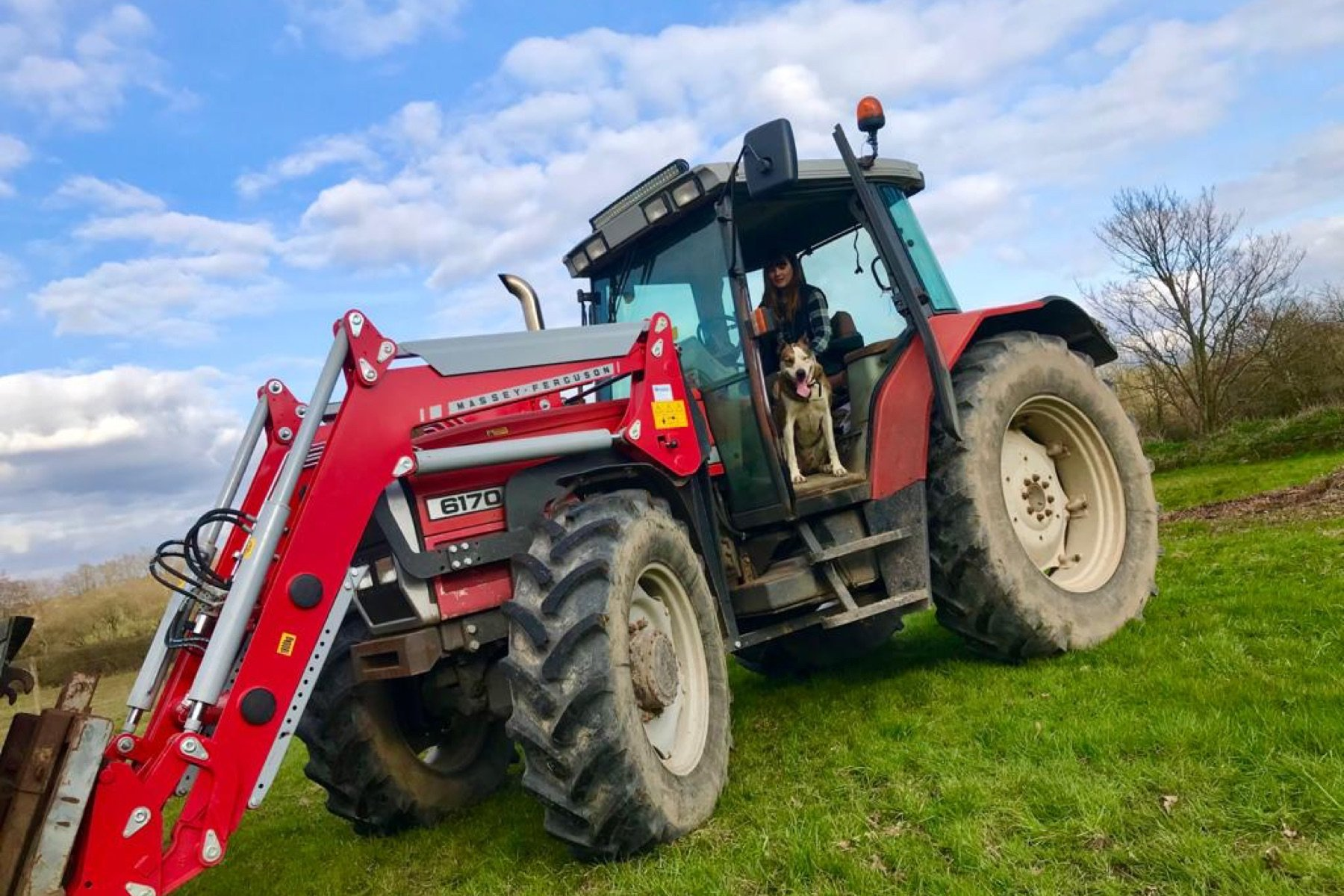 farm-girl-sausages-wimborne-tractor